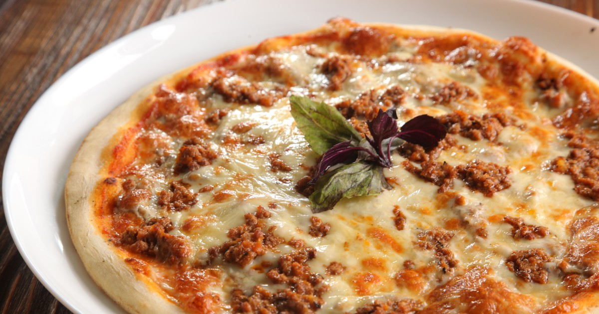 Фото Домашняя пицца с мясным фаршем