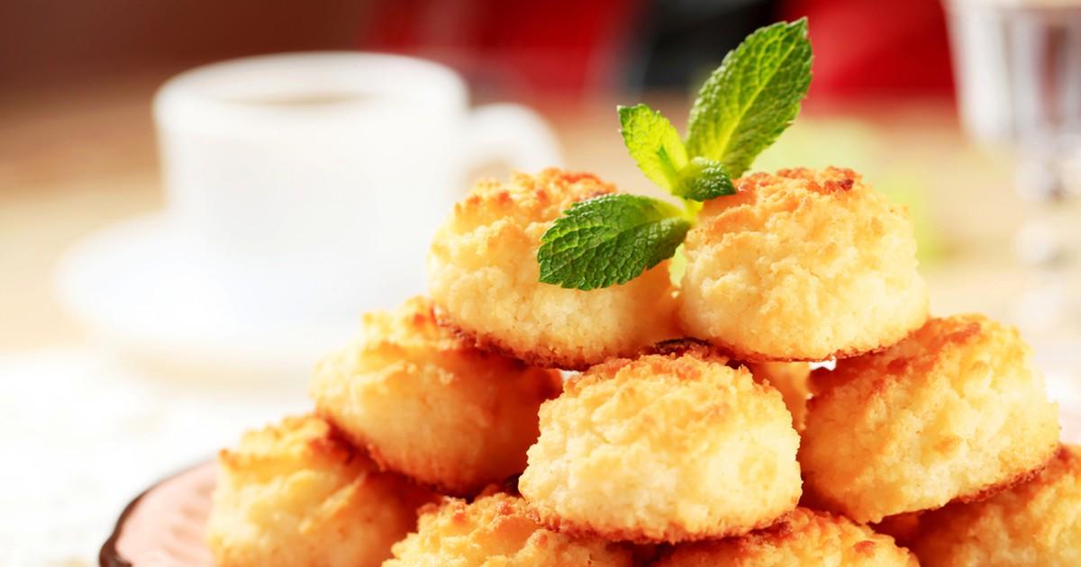 Фото Домашнее печенье для любителей кокоса! Оно получается нежное, очень ароматное, буквально тает во рту. При этом оно элементарно в приготовлении и все продукты скорее всего есть у вас дома. Попробуйте с теплым молоком - это невероятное наслаждение.