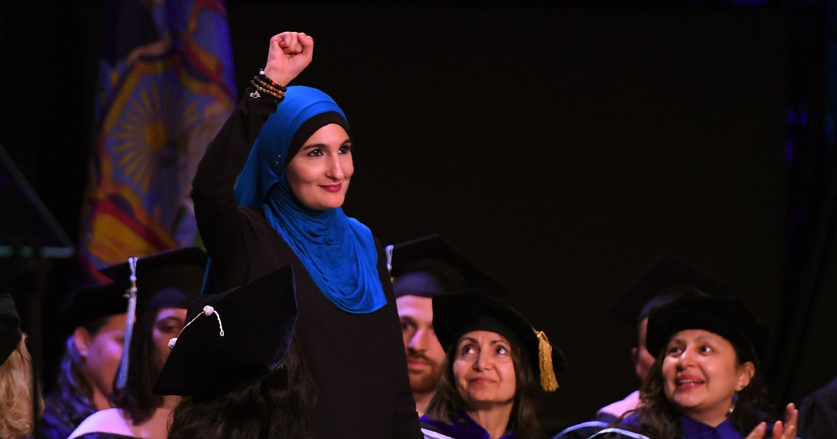 Photo of Linda Sarsour Gives CUNY Commencement Speech: 'Commit to Never Being Bystanders'