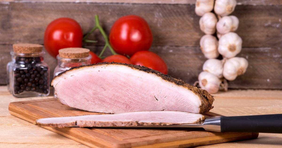 Фото Домашняя буженина - это стопроцентная уверенность в свежем, натуральном мясе, без химии, красителей и добавок. Она заменит вам покупную колбасу и отлично подойдёт в качестве закуски.