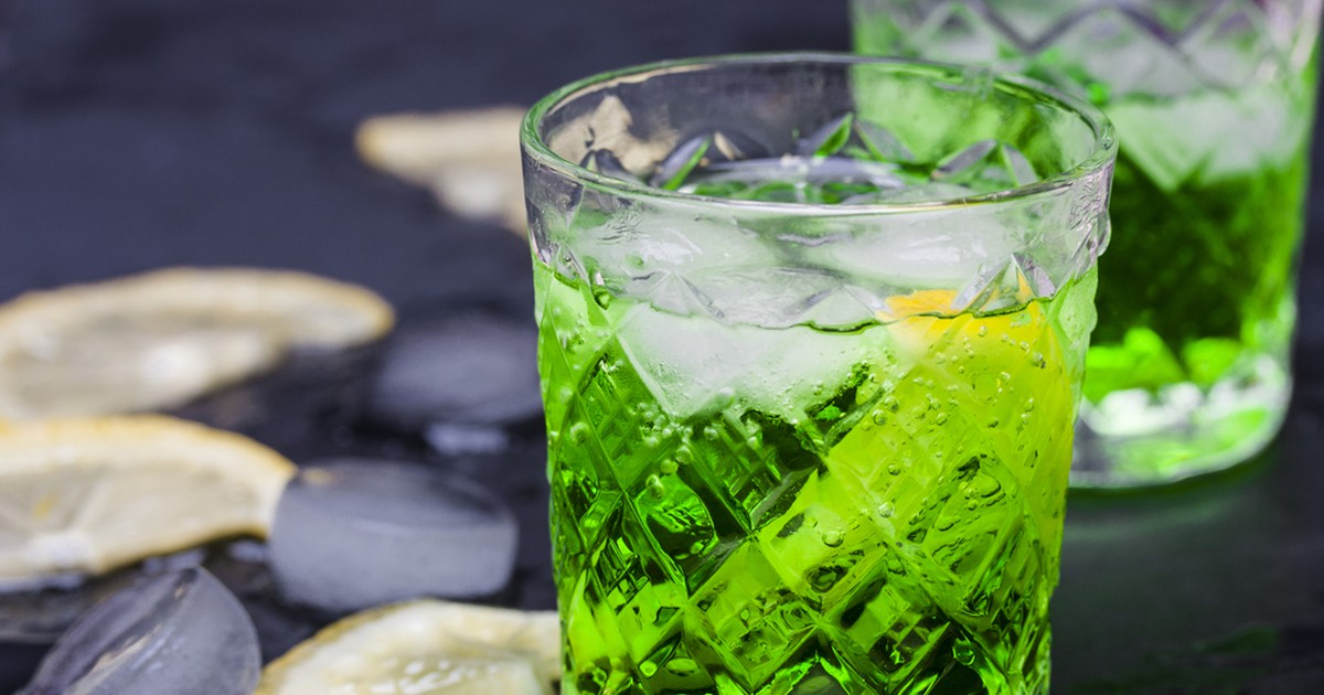 Фото Натуральный лимонад, название которого знакомо каждому. Напиток готовится на основе очень ароматной и полезной травы - эстрагона, и получается приятным, вкусным и с удивительным освежающим эффектом.