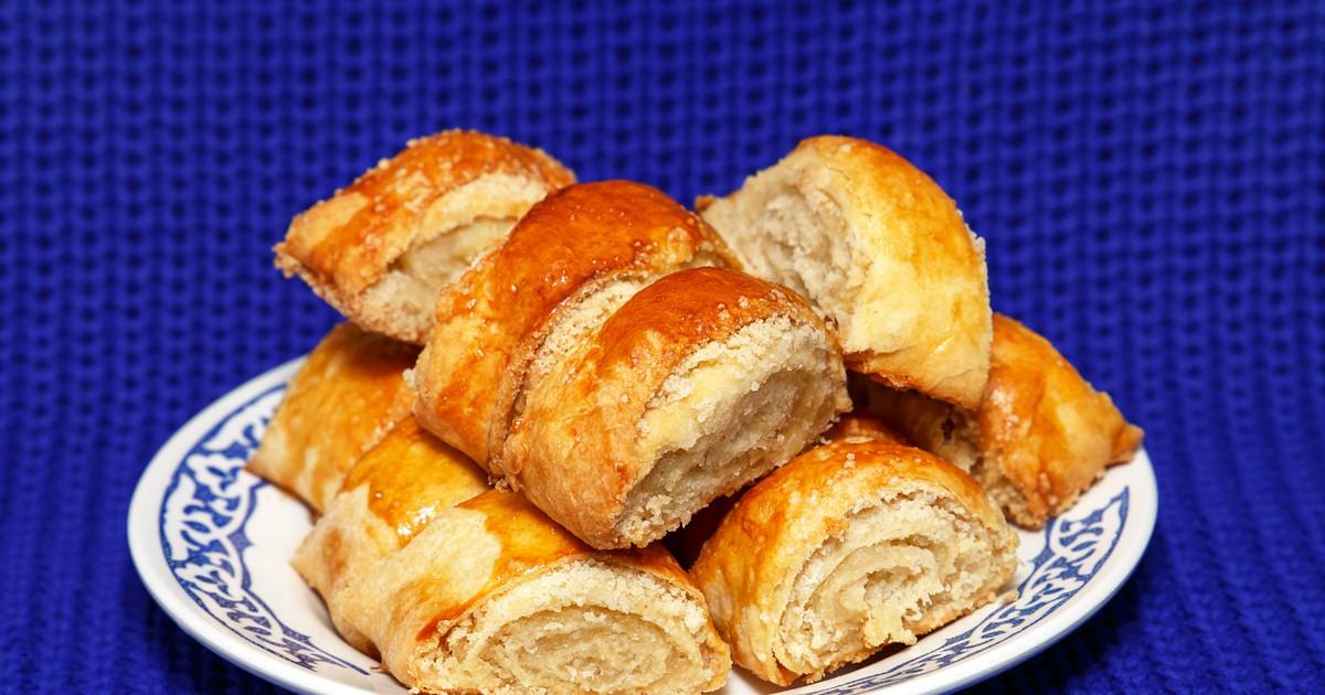 Фото Знаменитое армянское печенье, по виду напоминающее рулетики либо слоёные пирожки. Не смотря на простой набор ингредиентов, печенье получается очень нежным, с мягким сливочным ни на что не похожим вкусом.