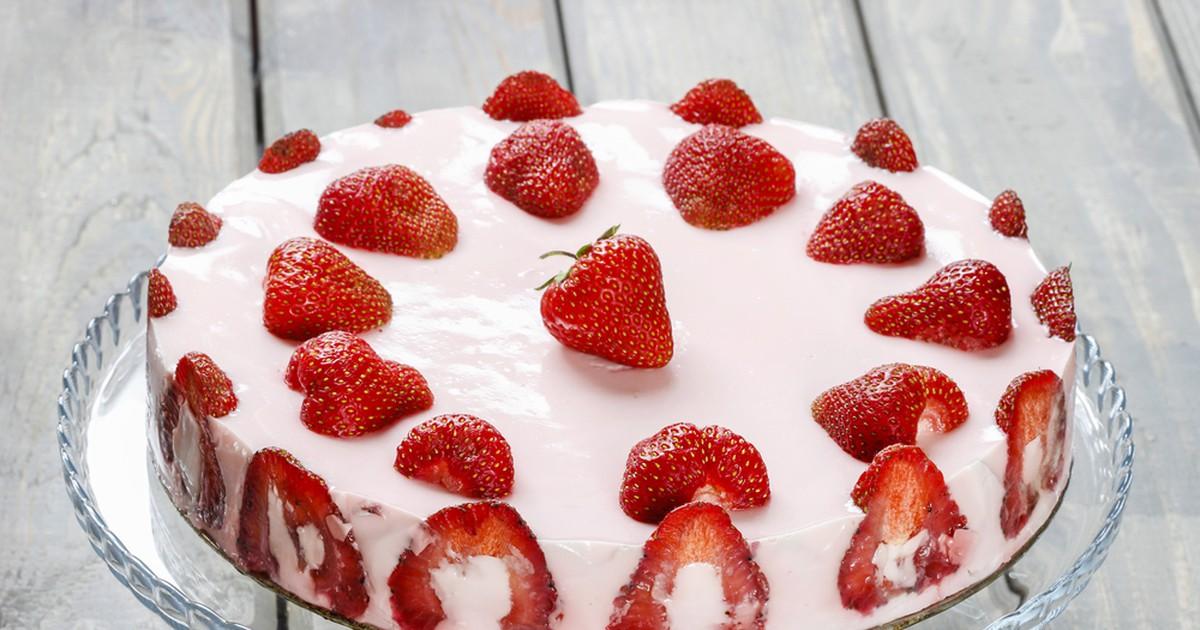 Фото Сливочный торт-желе с клубникой