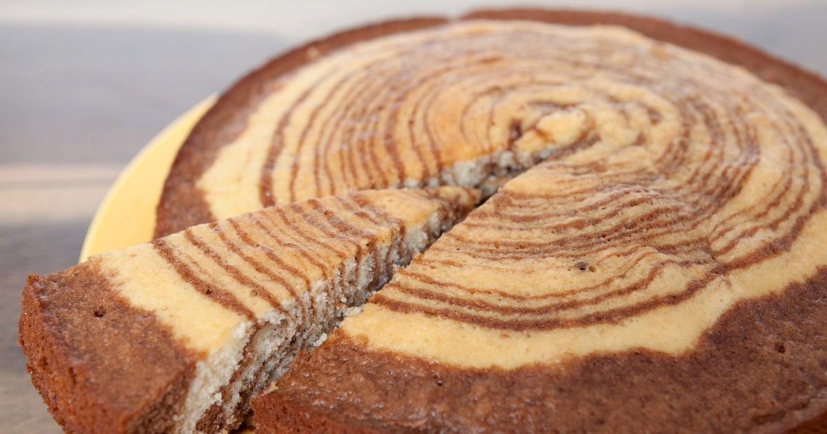 Фото Предлагаем всем любителям выпечки попробовать этот невероятно красивый, яркий пирог. Вам не потребуется много времени и средств, простота в приготовлении облегчит вам задачу, поэтому если гости уже на подходе - вас выручит наш рецепт!