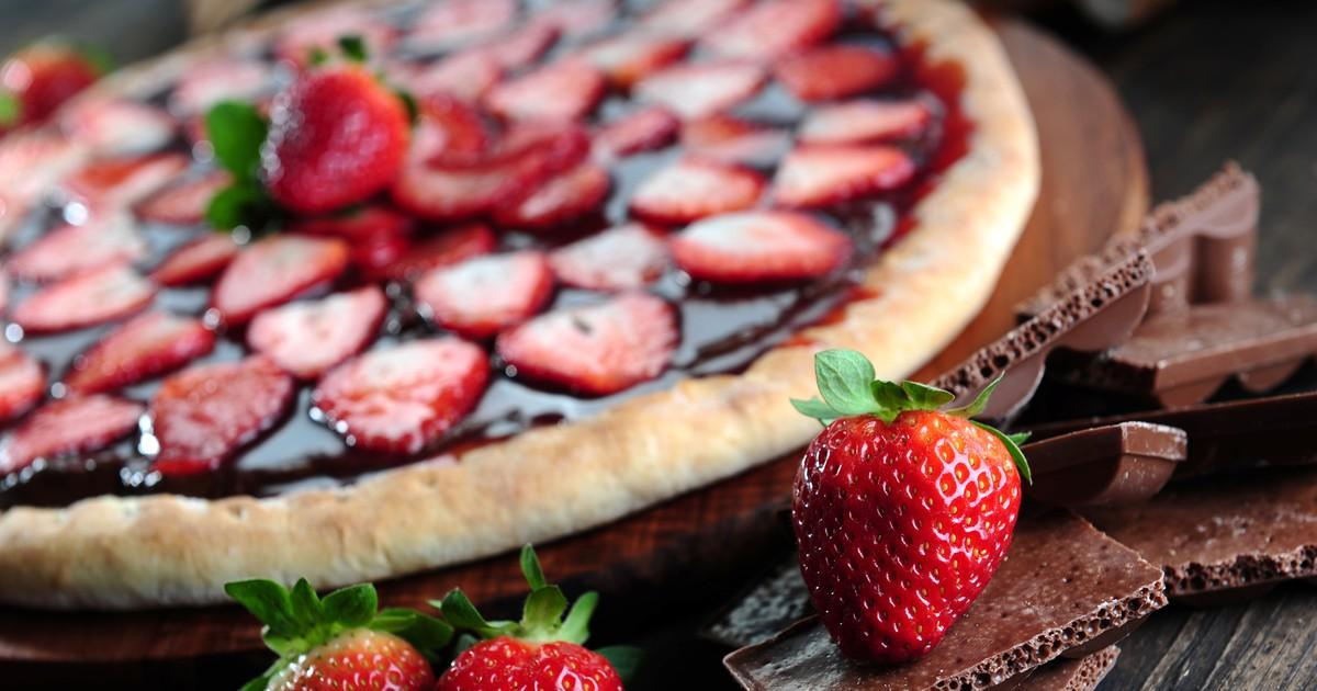 Фото Сладкая пицца с клубникой
