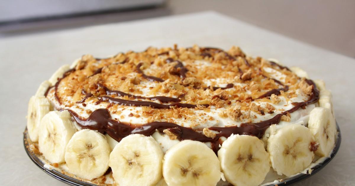 Фото Для всех любителей сладкого мы приготовили рецепт вкусного бананового пирога. Тающий во рту сметанный крем в сочетании с нежным тестом и с насыщенным ароматом бананов - вот он, наш идеальный пирог!
