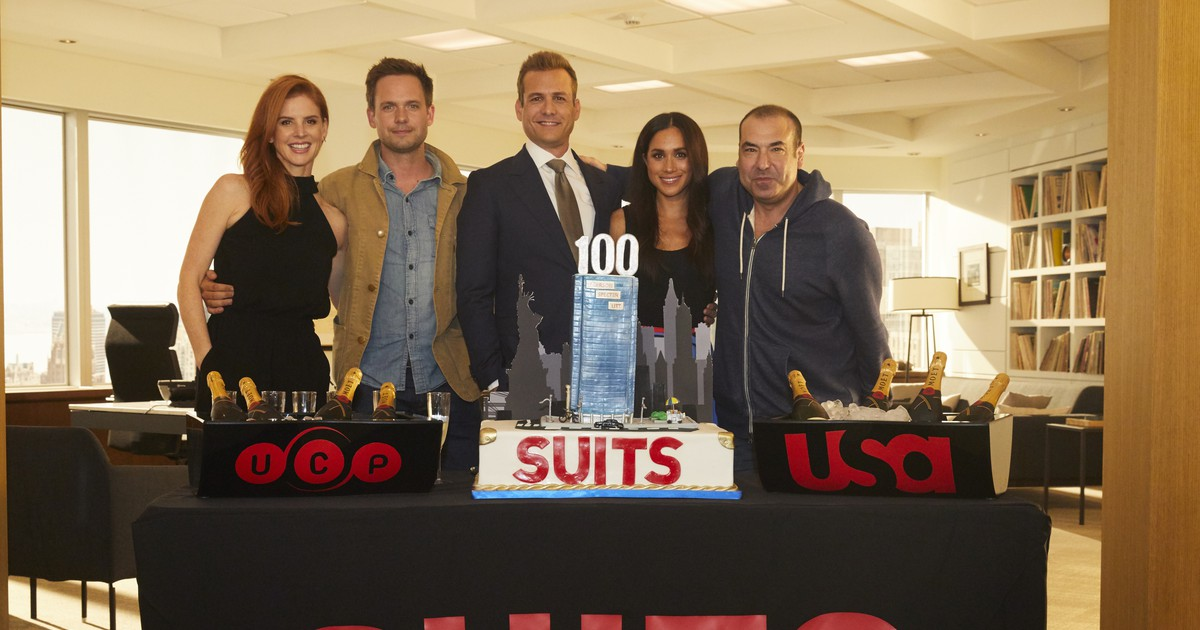 Photo of Meghan Markle Celebrates a Big '100th' Anniversary on the Suits Set!