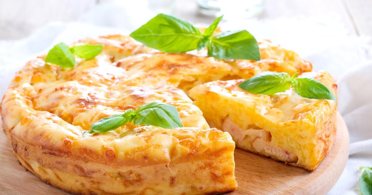 Фото Пышный и ароматный пирог с колбасой и сыром на кефире