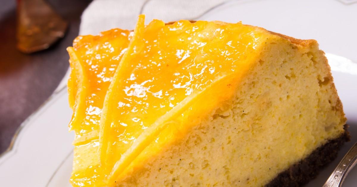 Фото Чизкейк, в простонародье называемый обыкновенным пирогом с начинкой из творога или мягкого сыра - это чудесный десерт для всей семьи. Данный рецепт тыквенного чизкейка является простым, всего несколько верных движений и ваш ароматный, пышный и  уже