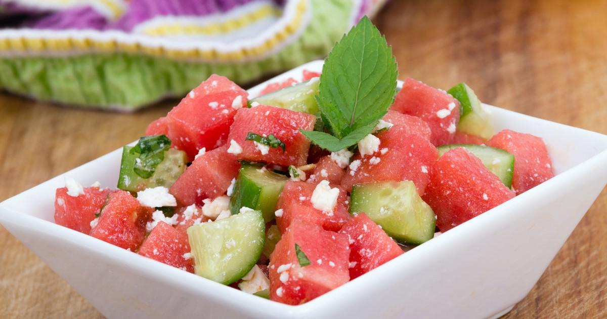 Фото Арбузный салат с фетой, огурцом и мятой