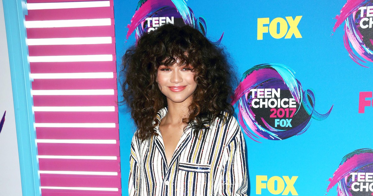 Photo of She Came to Slay: Zendaya Rocks Chic Pajamas on the Red Carpet at the Teen Choice Awards