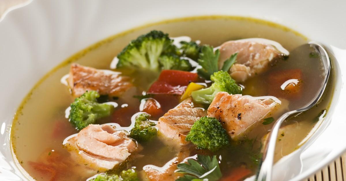 Фото Суп с лососем и брокколи