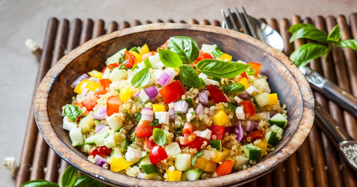 Фото Салат из лебеды и овощей