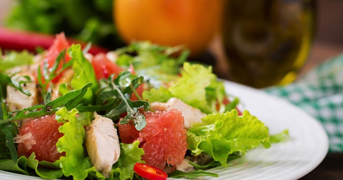 Фото Аппетитный салат с индейкой и грейпфрутом