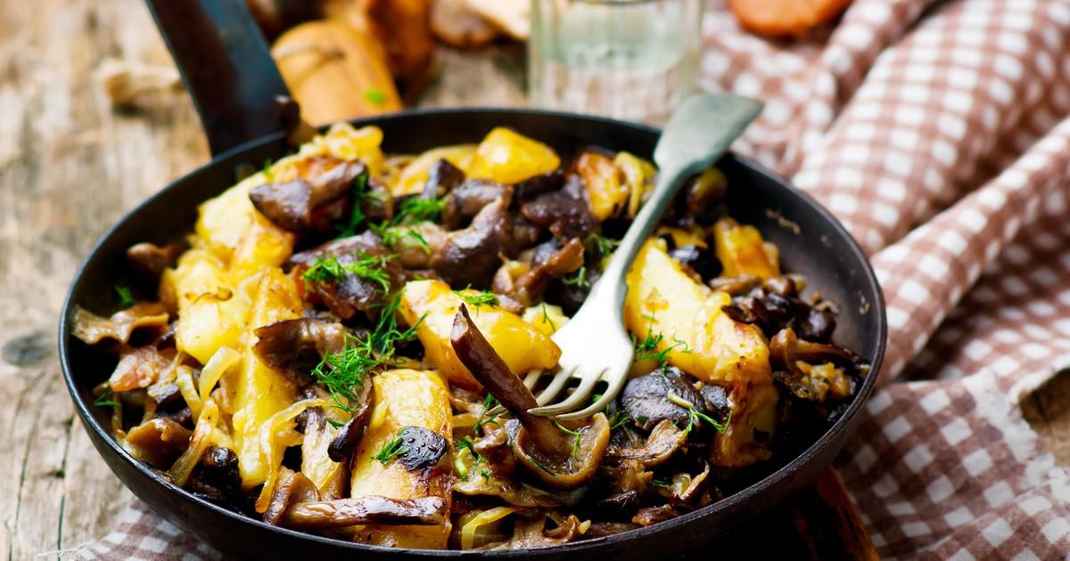 Фото Жареный картофель с опятами и луком