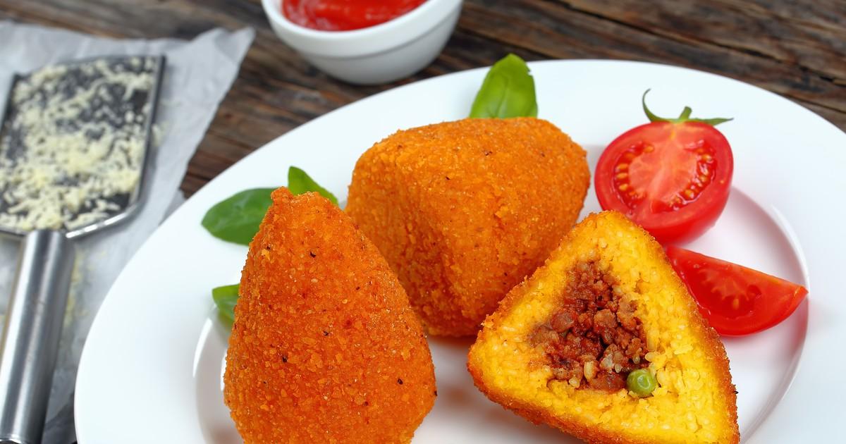 Фото Сицилийские аранчини - это итальянские рисовые шарики/