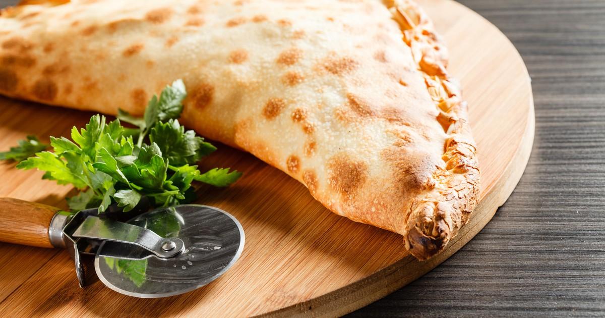 Фото Кальцоне с мясом и сыром