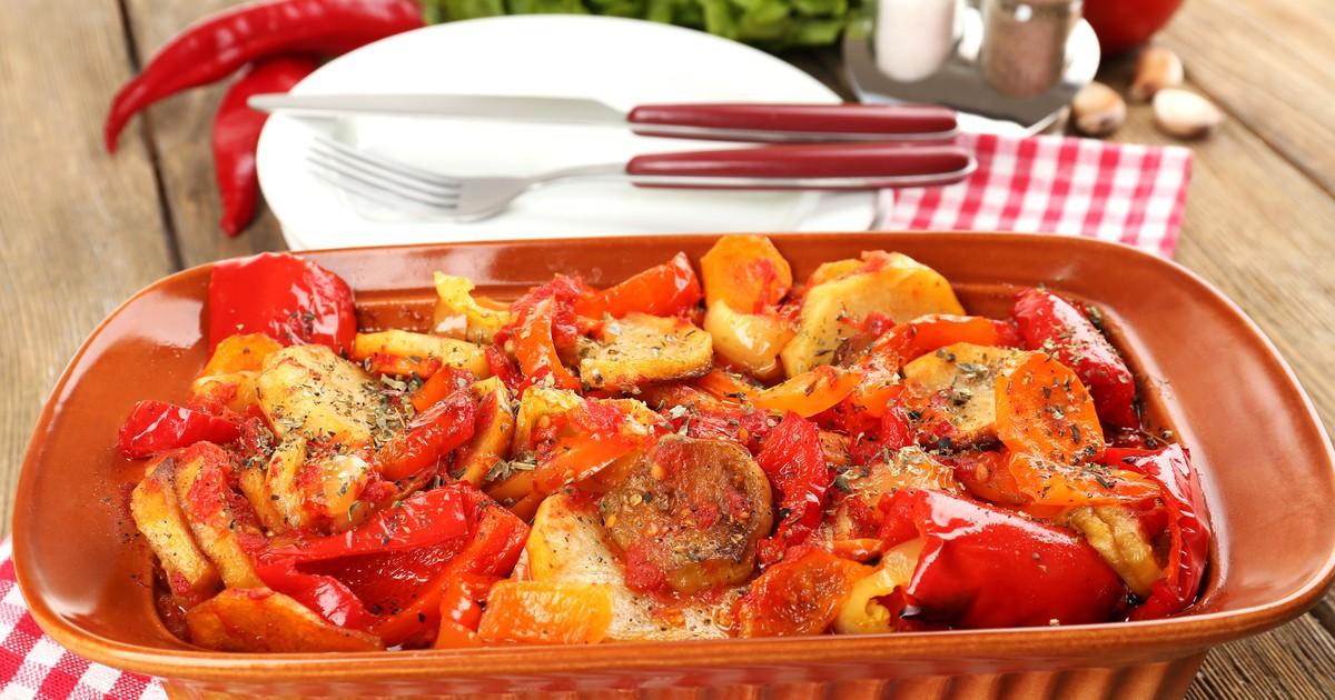 Фото Запеченное овощное рагу с картофелем, помидорами и болгарским перцем