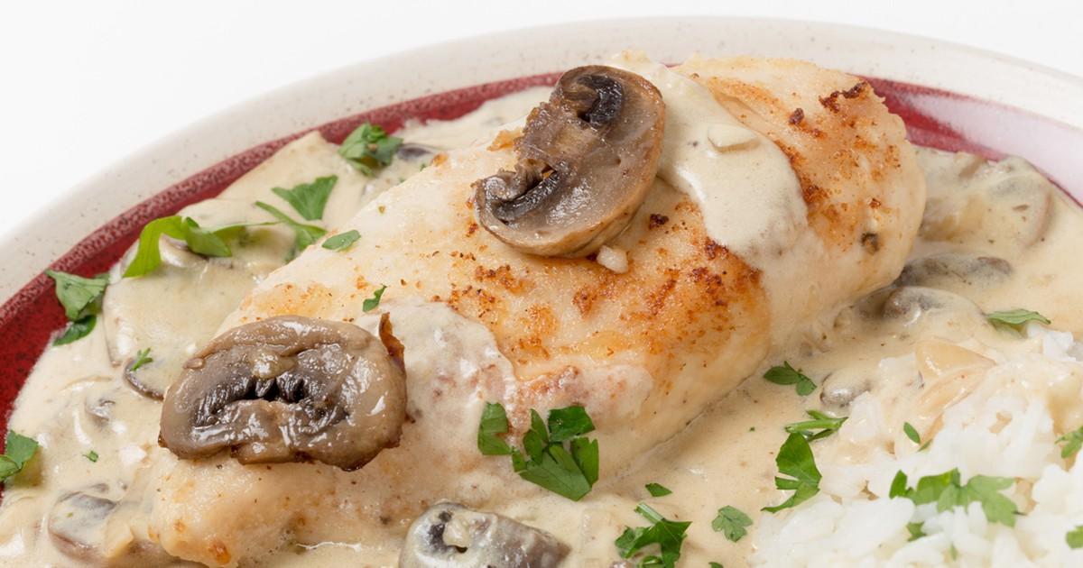 Фото Вкуснейшее куриное филе под сыром и грибами