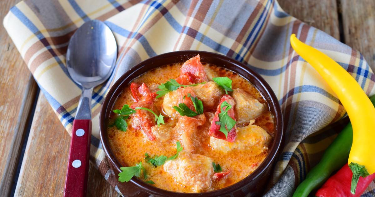 Фото Аппетитное куриное филе в сливках с перцем