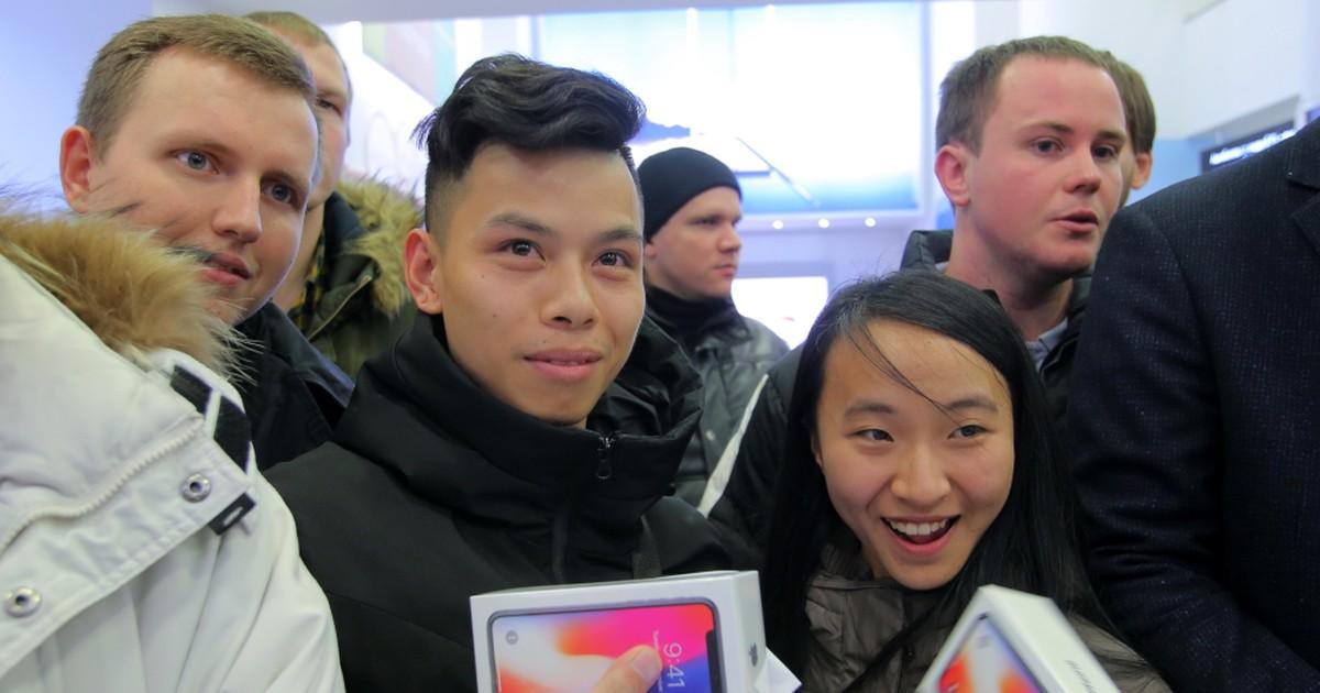 Фото Всё ради айфона: кто и как сутками мерз в очереди в Москве (14 ФОТО)