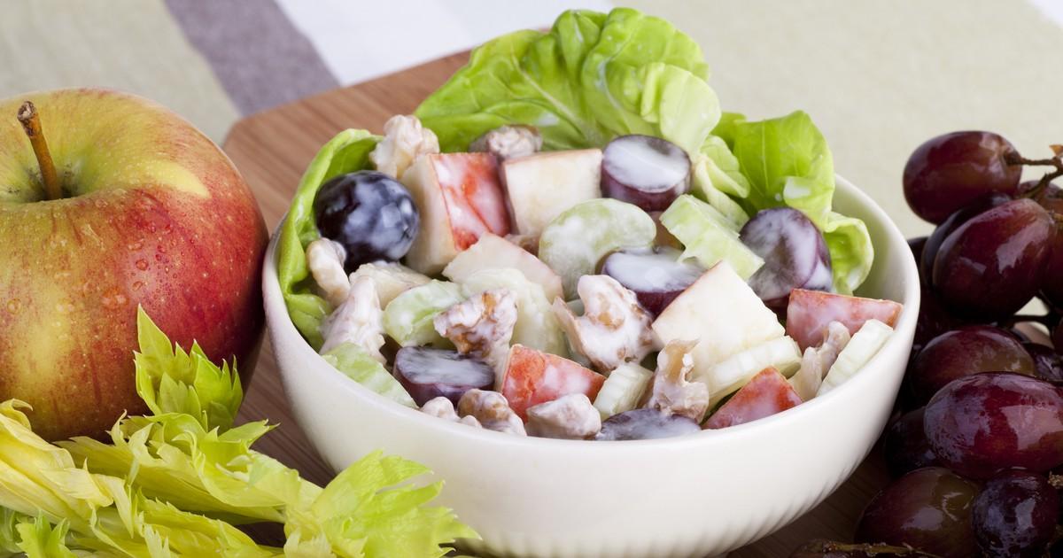 Фото Полезный, вкусный, сочный, слегка пикантный салат для осени.