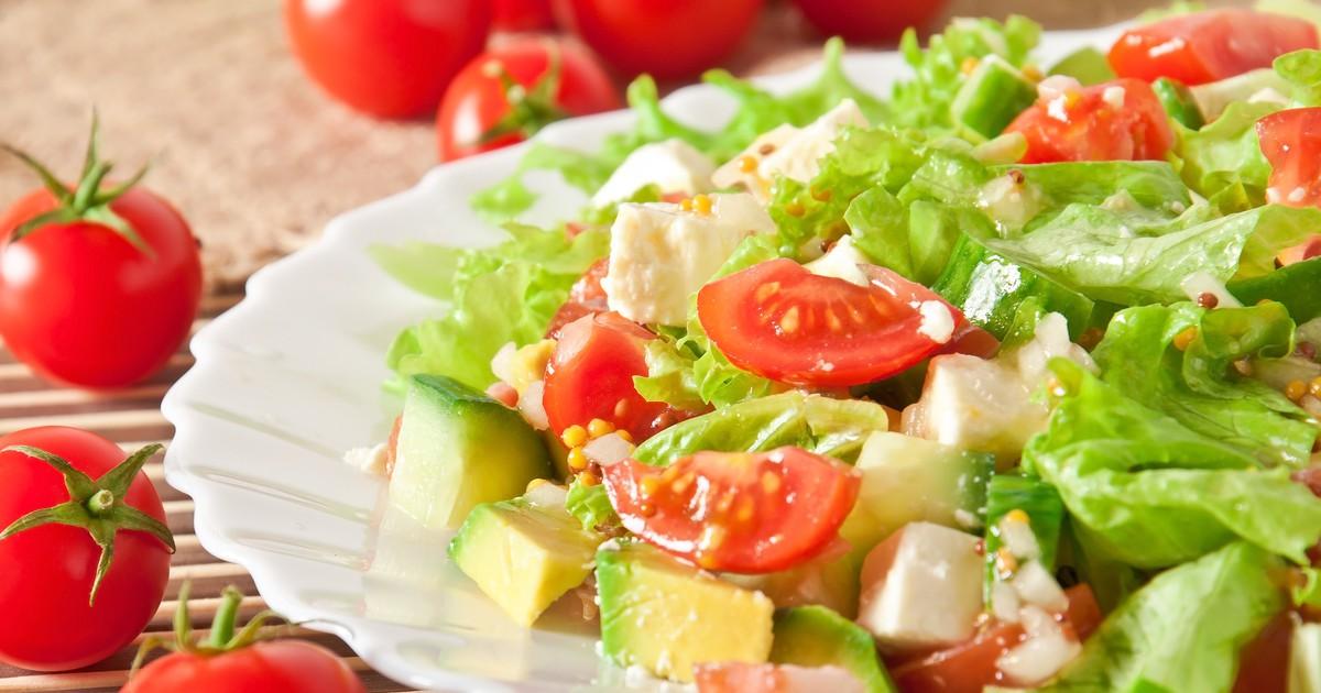 Фото Аппетитный салат с авокадо