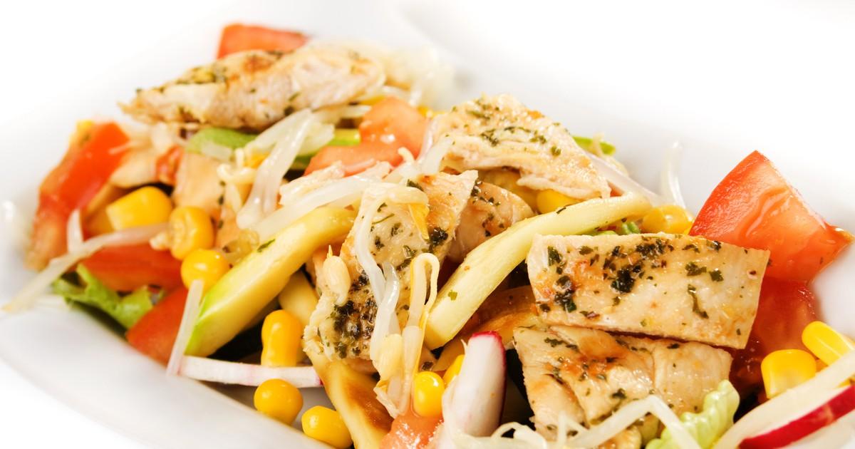Фото Салат с курицей и овощами