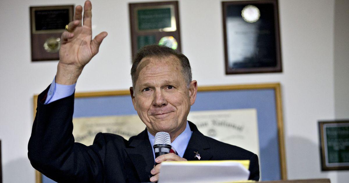 Photo of Trump Endorses Roy Moore for Senate, Despite Sex Allegations