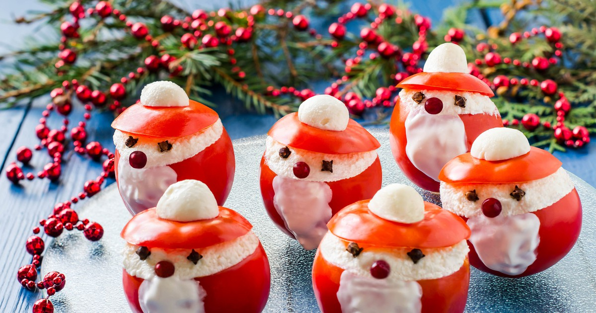 """Фото Новогодняя закуска из помидоров """"Деды Морозы"""""""