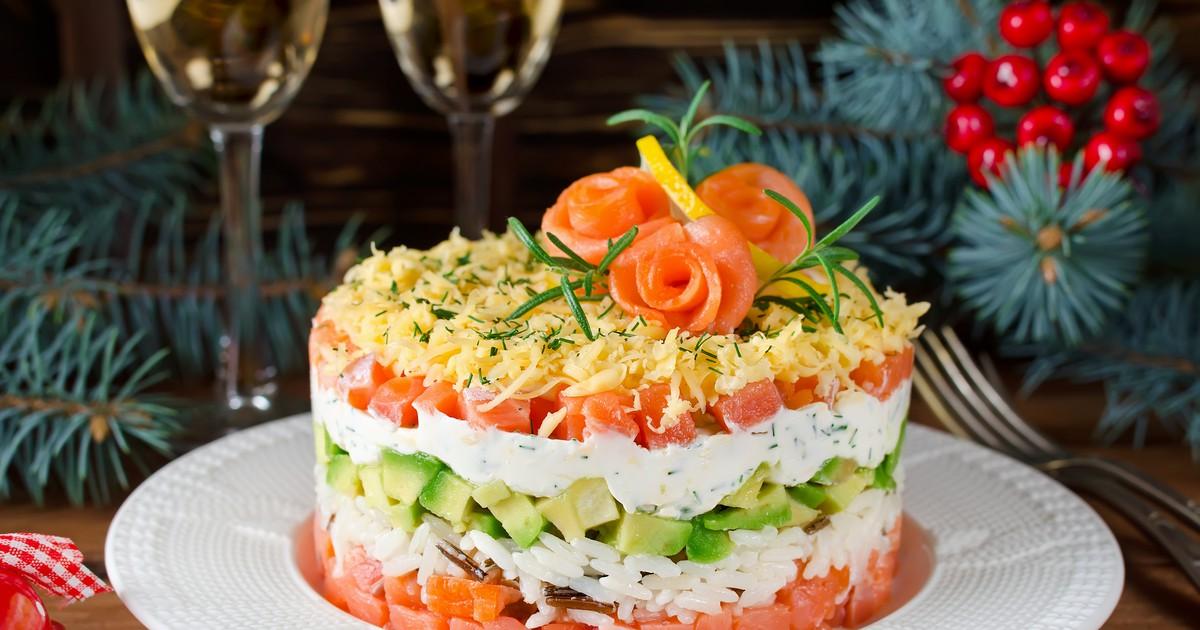 Фото Салат с лососем и авокадо на Новый год