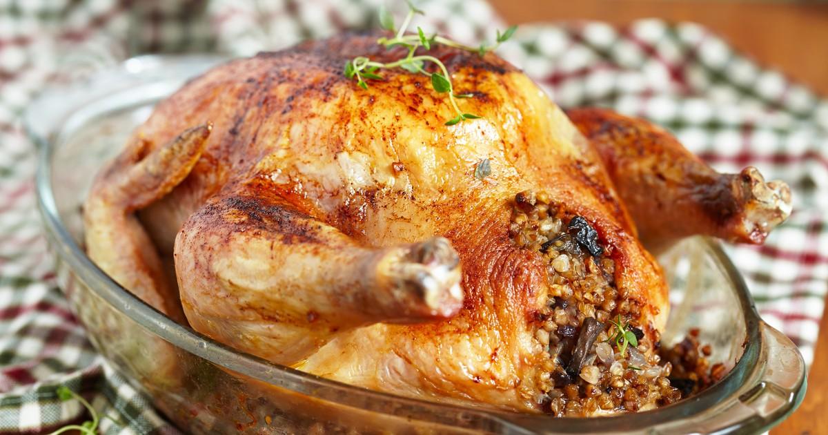 Фото Запеченная курица фаршированная гречкой