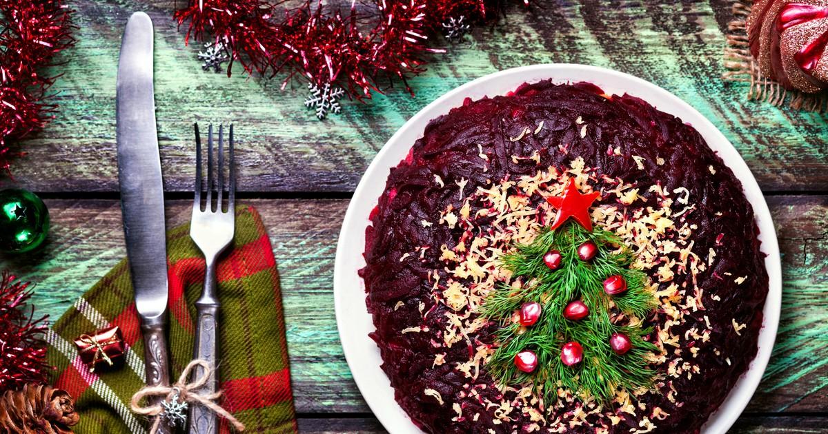 Фото Праздничный салат со свеклой, сельдью и авокадо