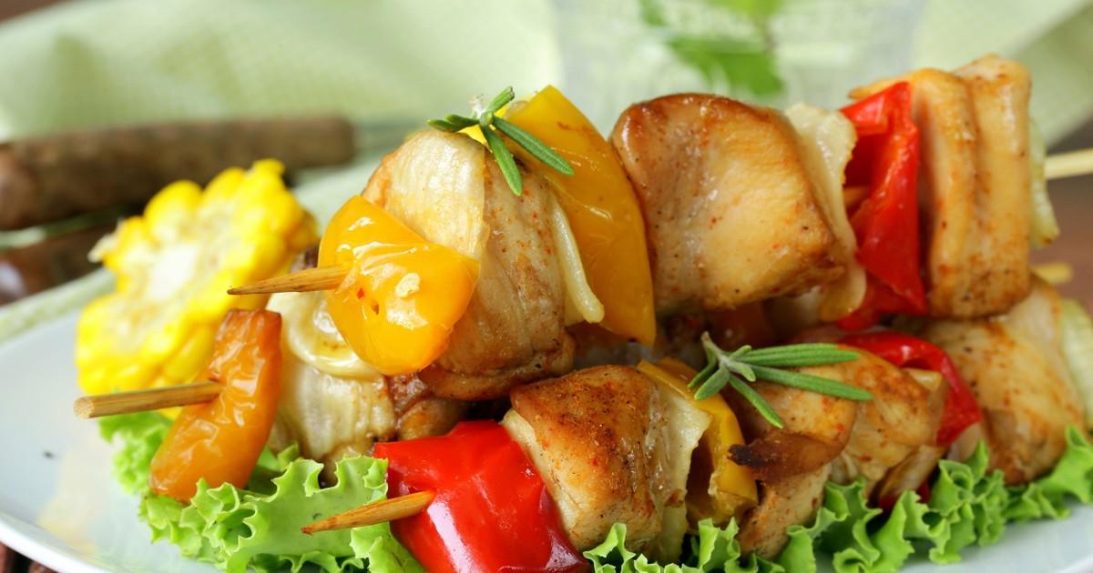 Фото Аппетитные шашлычки из курицы в меду с овощами