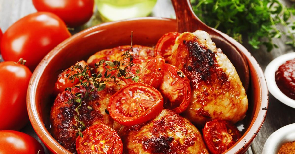 Фото Запечённые куриные бедрышки в томатном соусе
