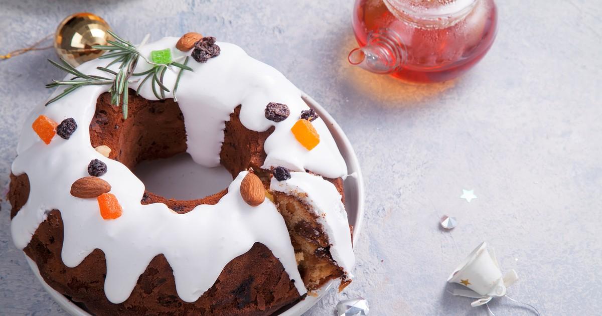 Фото Рождественский кекс с миндальными орехами и изюмом