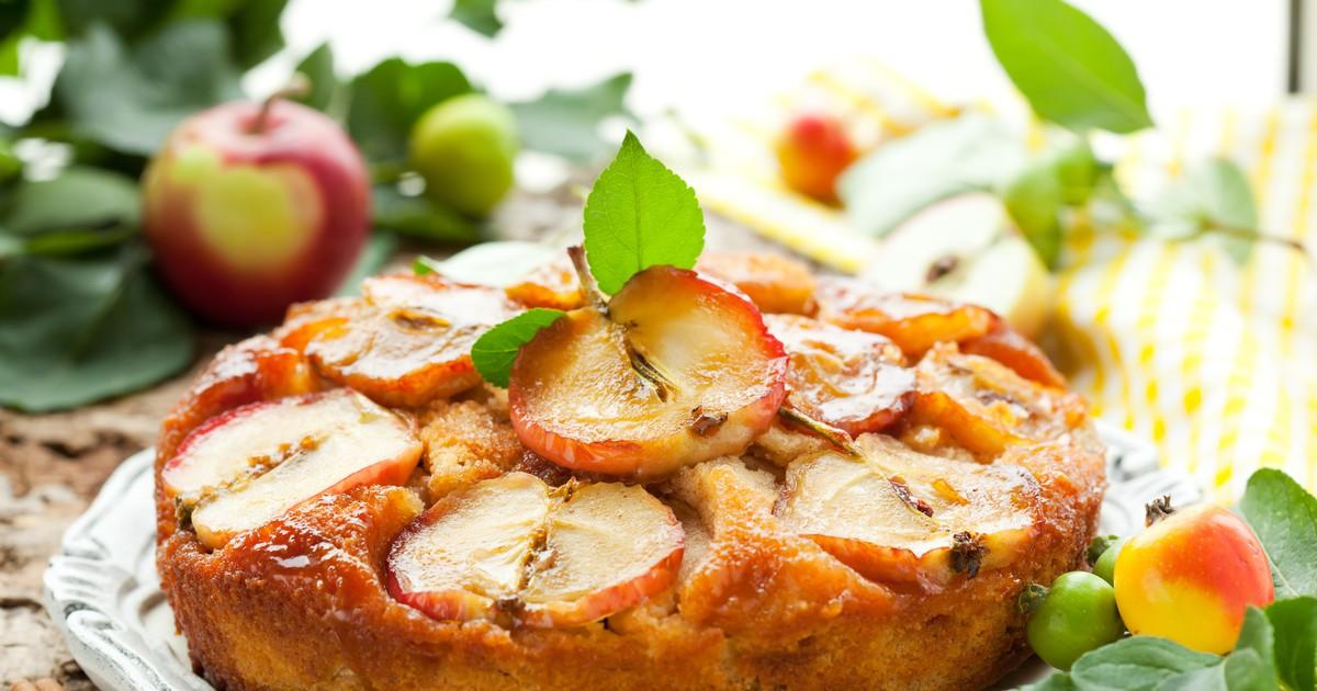 Фото Ароматная шарлотка с яблоками