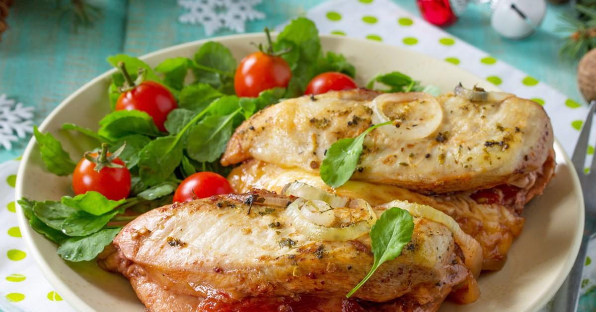 Фото Куриные грудки, фаршированные сыром и помидорами