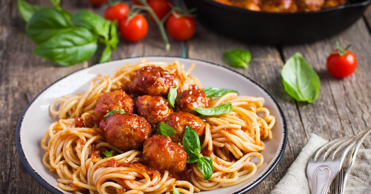 Фото Тефтели в томатном соусе со спагетти