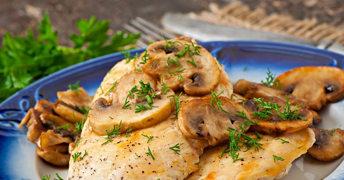 Фото Запечённое куриное филе с грибами