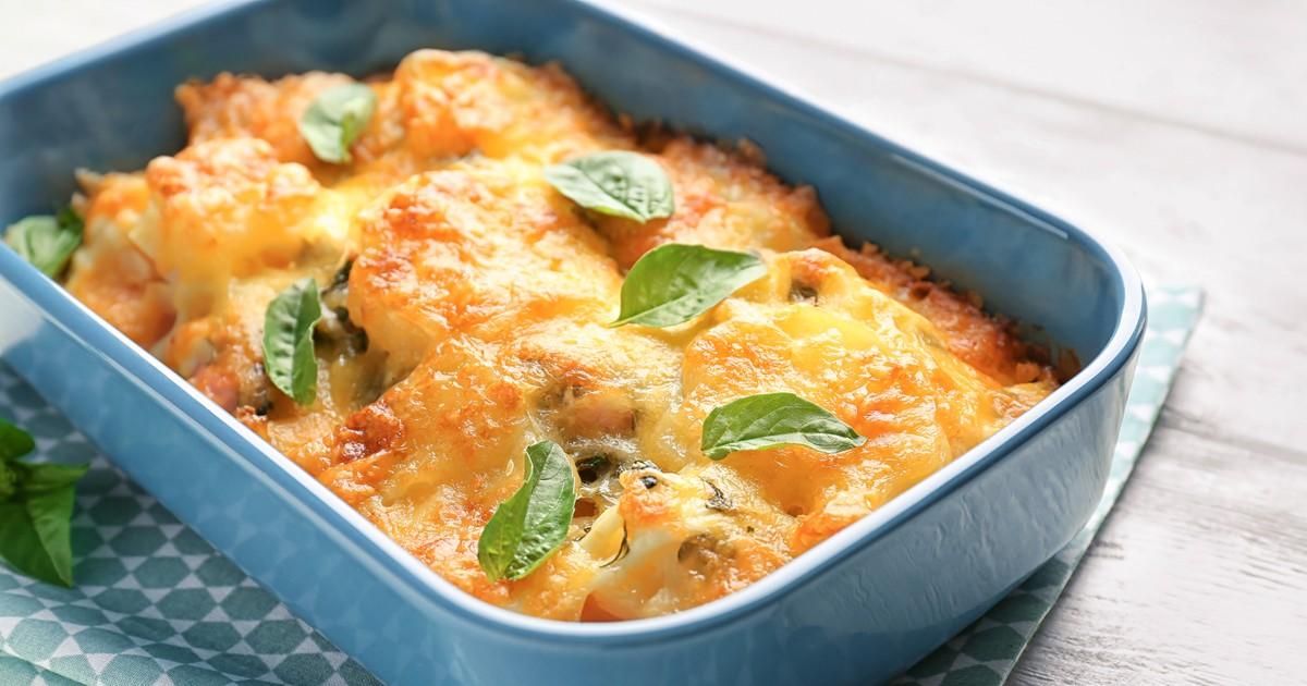 Фото Картофель в духовке с сосисками под сыром