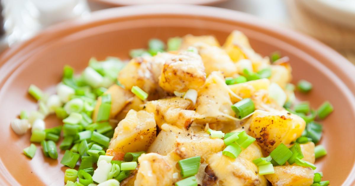 Фото Жареная картошка с корочкой сыра и зеленым луком