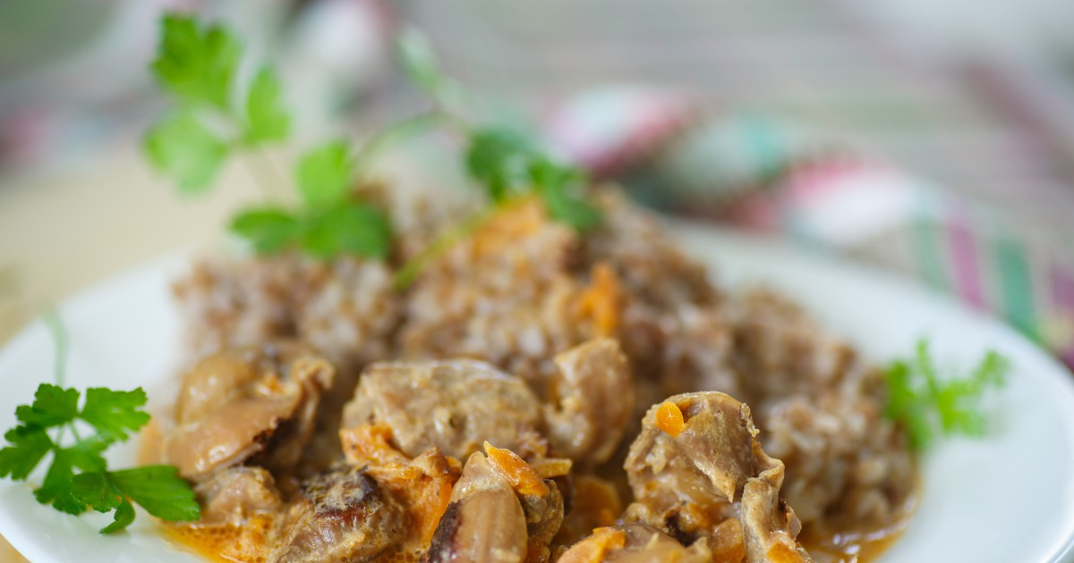 Фото Сочные куриные желудки с ароматной подливой