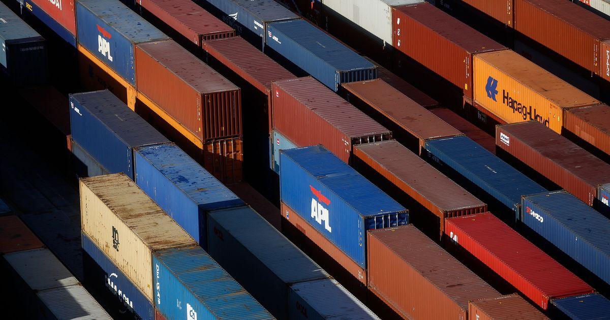 Photo of U.K. Facing 'Cliff Edge' Loss of EU's Trade Deals, Lawmakers Say