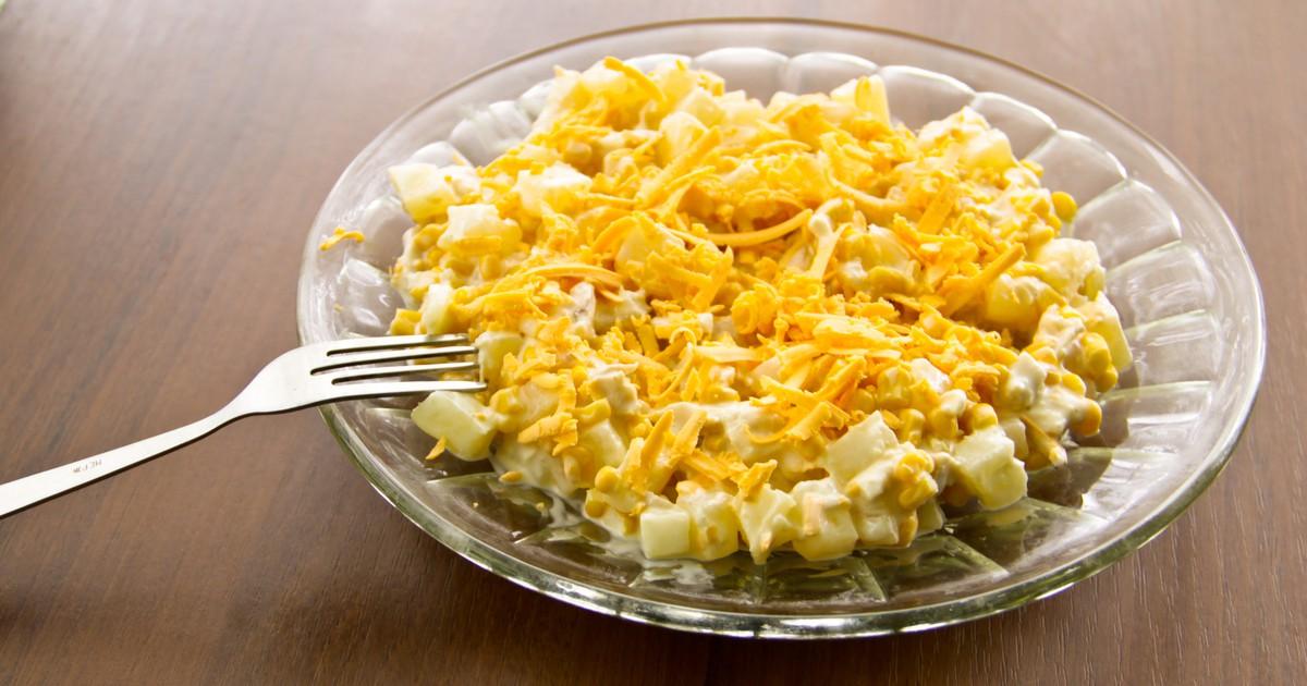 Фото Салат с курицей, ананасом и сыром