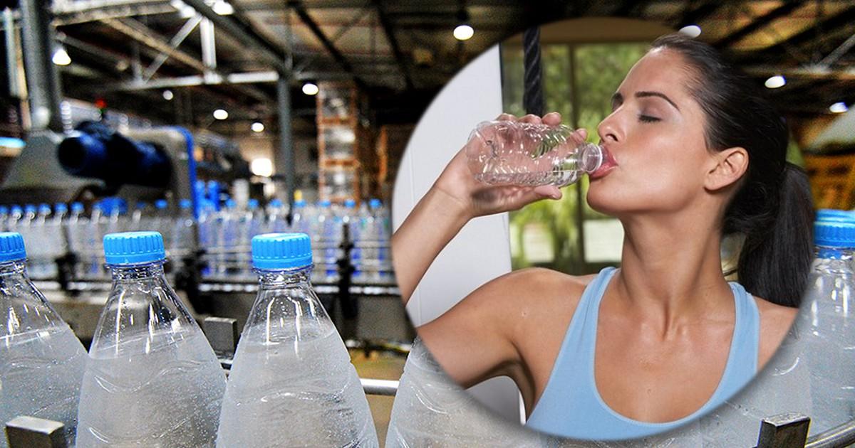 """Фото Сколько пластика мы """"выпиваем"""" вместе с водой из бутылок"""