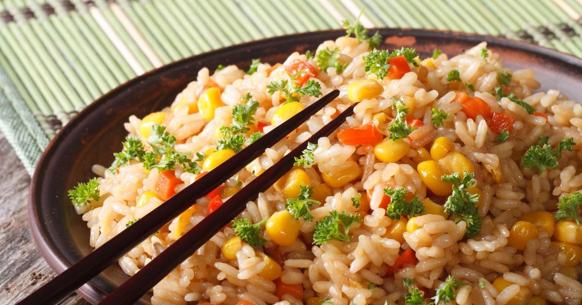 Фото Чесночный рис с морковью и кукурузой