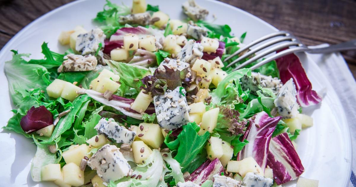 Фото Вкуснейший салат с грушей и голубым сыром
