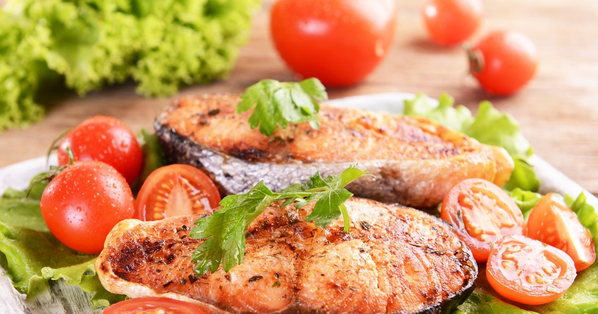Фото Аппетитная красная рыба, запеченная в фольге