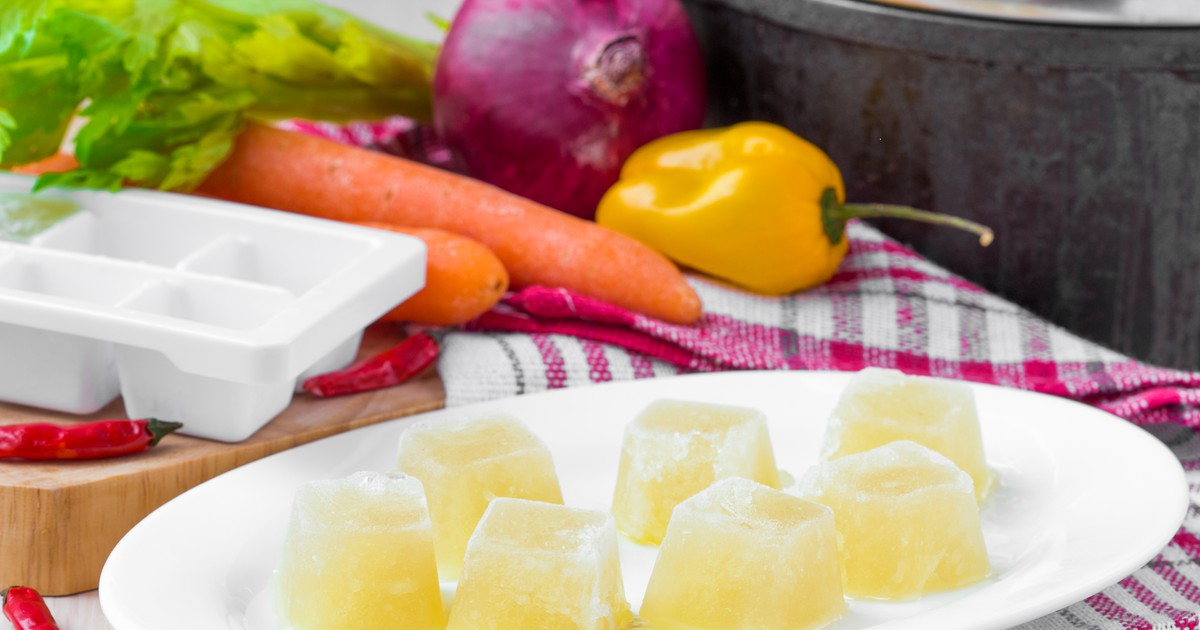 Фото Замороженные кубики из куриного бульона